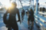 Bicicletas en un puente