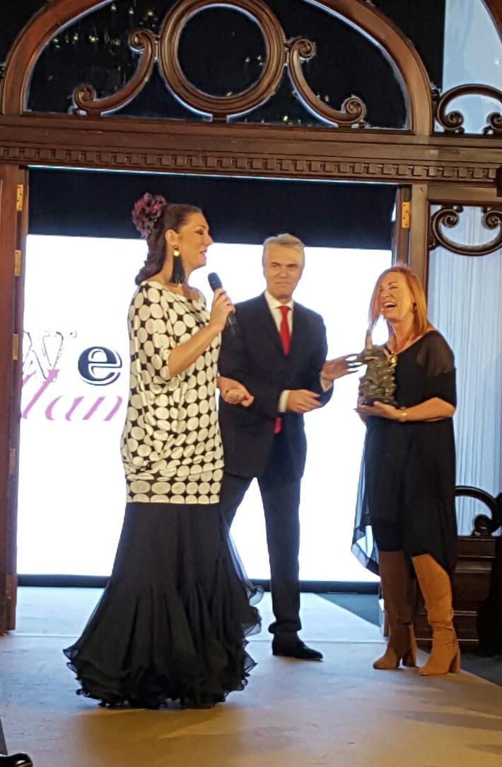 entrega premio flamenca con arte