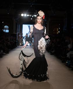 Laura Villabalba traje negro