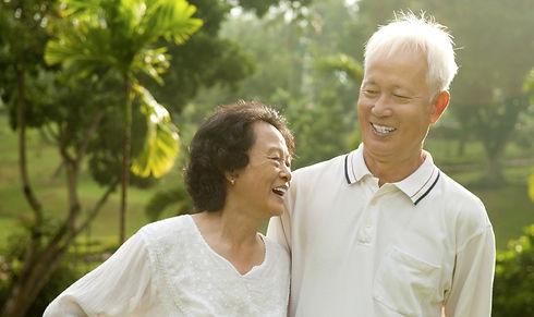 20180910-Elderly-Asian-couple-old-shutte
