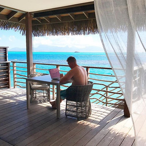 Working from everywhere 🏝💎_I love Netw
