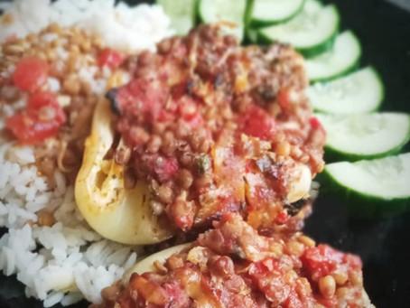 Zapečené papriky v troubě s čočkou,  uzeným tofu a drcenými rajčaty