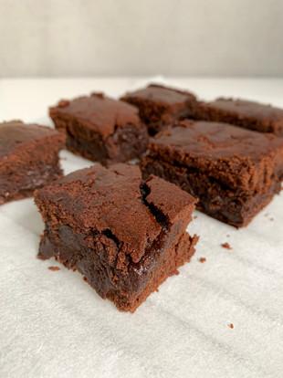 Chocolate cake bites (vegan, gf + refined sugar free)