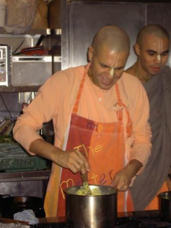 Param Gati Prabhu preparing prasada for Food For Life