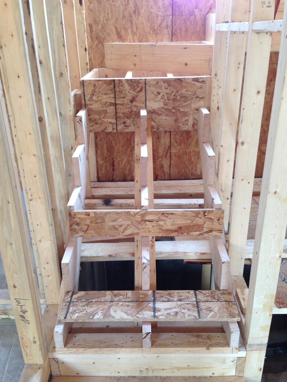 2층으로 올라가는 계단 설치
