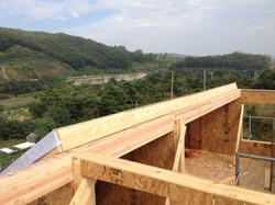경사진 지붕 설치 완료