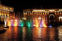 Поющие фонтаны н пл. Республики в Ереване