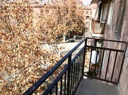 Балкон с видом на площадь