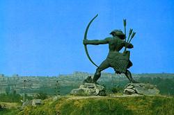 Статуя Айка Наапета в Ереване