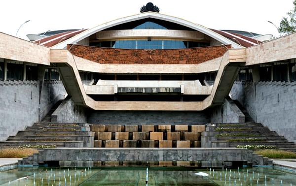 Концертно-спортивный комплекс Амалир в Ереване