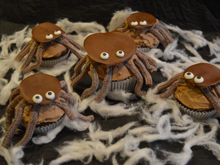 Spooky spider chocolate and banana cupcakes 🕷️