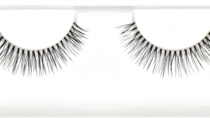 Dollhouse Lash Spotlight - Classic Beauty