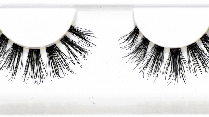 Dollhouse Lash Spotlight - Boss Lady