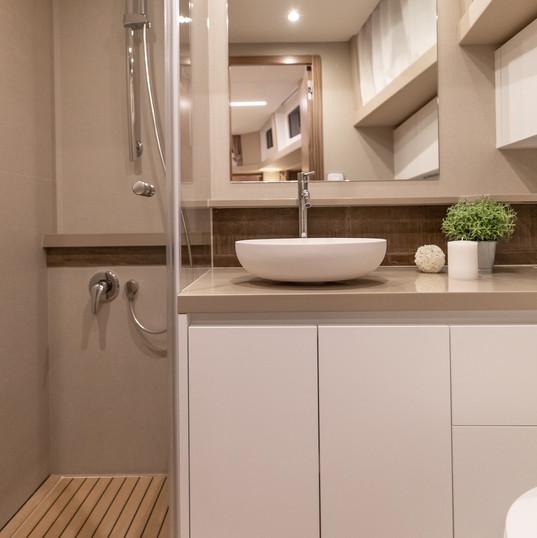 Copy of Greenline_45_Fly_Bathroom.jpg