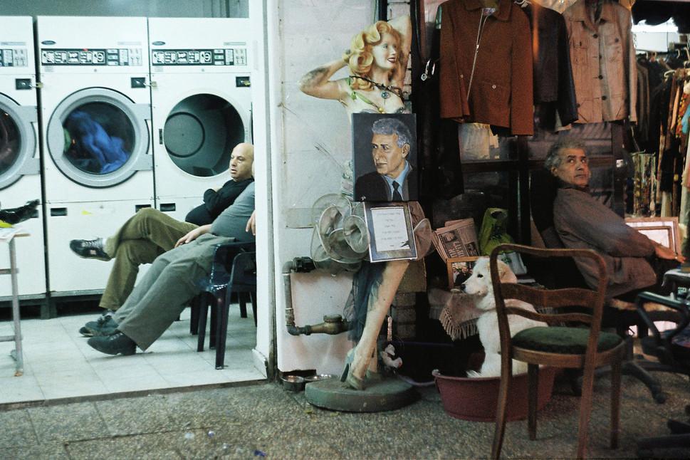 2Dizzi suare guy laundry.JPG