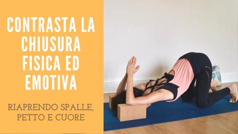 Yoga per riaprire spalle, petto e cuore contro la chiusura emotiva e fisica