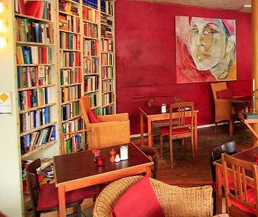 Cafe-Goldmund-Buecher.jpg