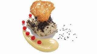 Trancio di baccalà alla griglia in crosta di sesamo, crostino di pane e crema di senape