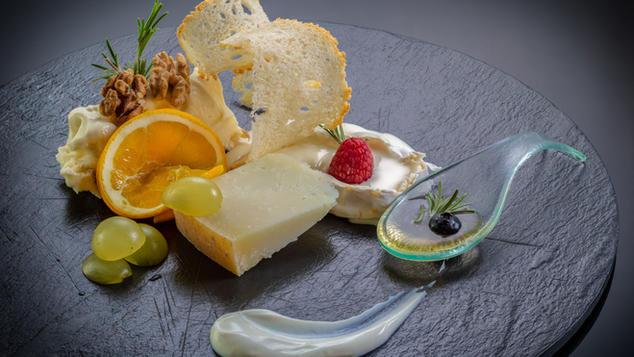Degustazione di formaggi, marmellate e miele