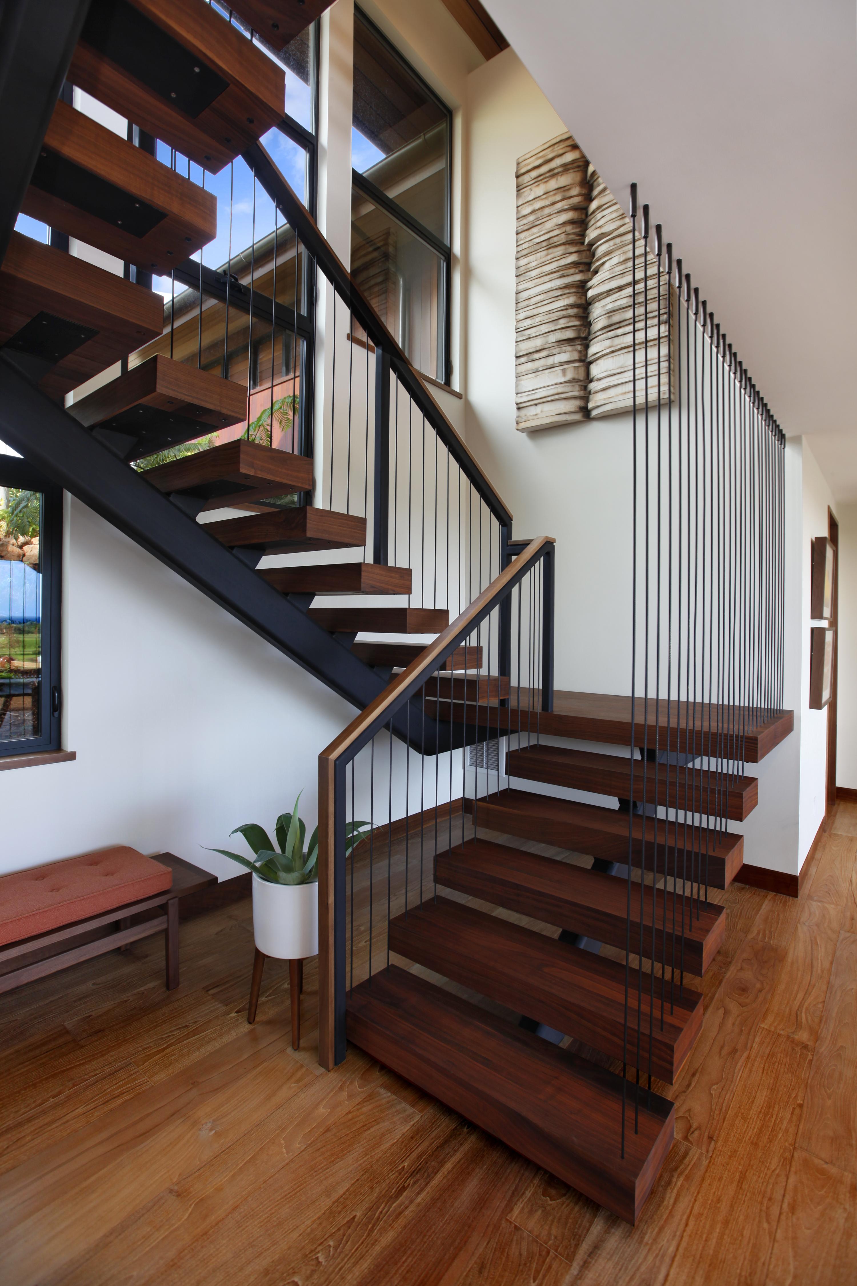 kahalawai38_staircase1