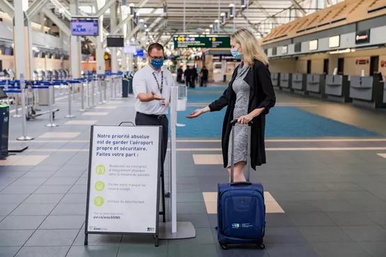 温哥华机场近百名旅客拒绝隔离