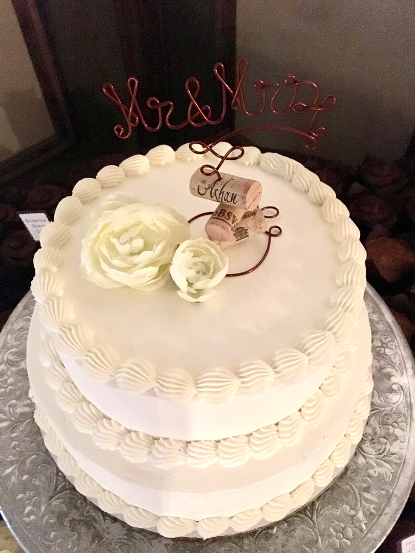 xo_wine_wedding_cake.jpg