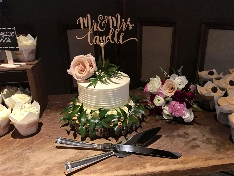 xo_wedding_cake.jpg