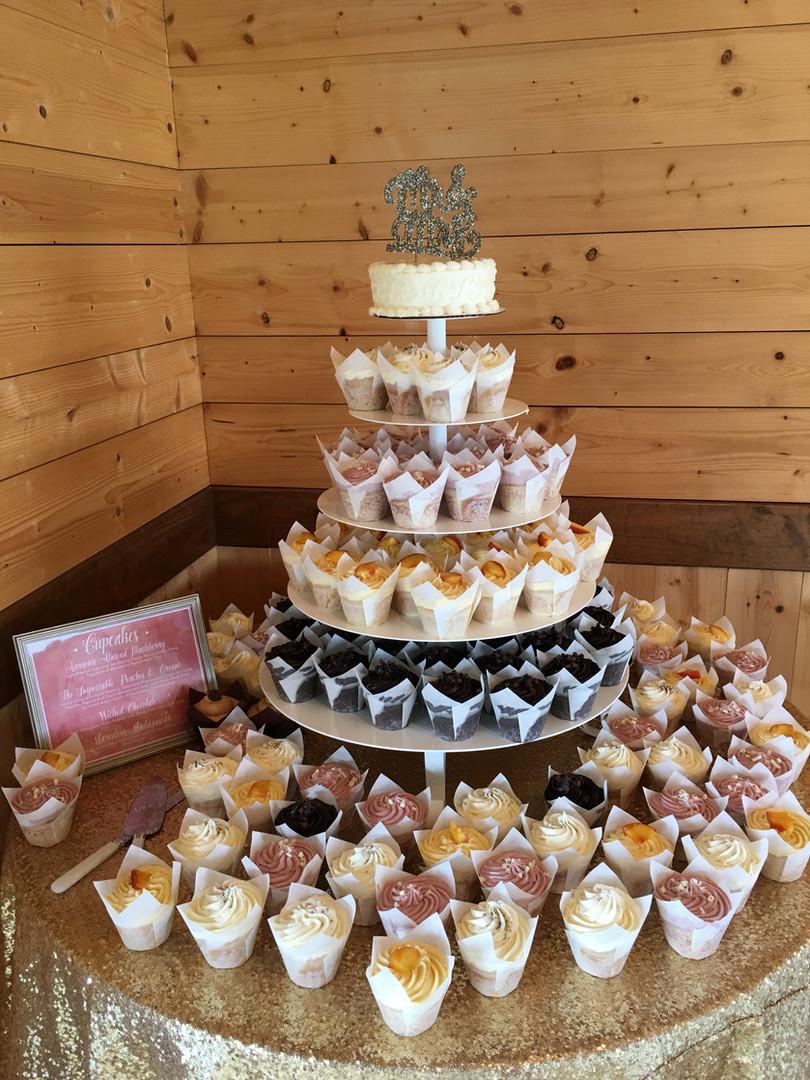 xo_wedding_cupcakes.JPG