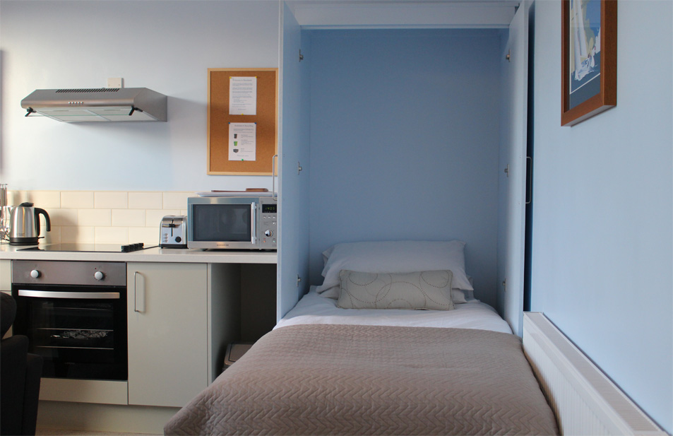 Eastbourne-Accommodation-Apartment-2-Fold-Away-Bed