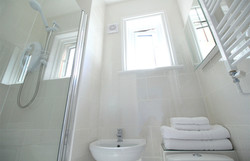 Eastbourne-Accommodation-Apartment-2-Shower