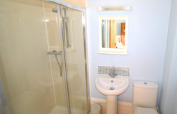 Self-Catering-Eastbourne-Apartment-1-Shower