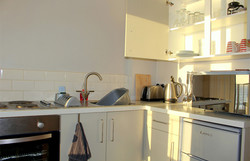 Eastbourne-Guesthouse-Apartment-3-Kitchen