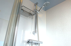 Eastbourne-Holiday-Apartment-5-Shower