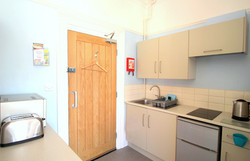 Self-Catering-Eastbourne-Apartment-1-Kitchen