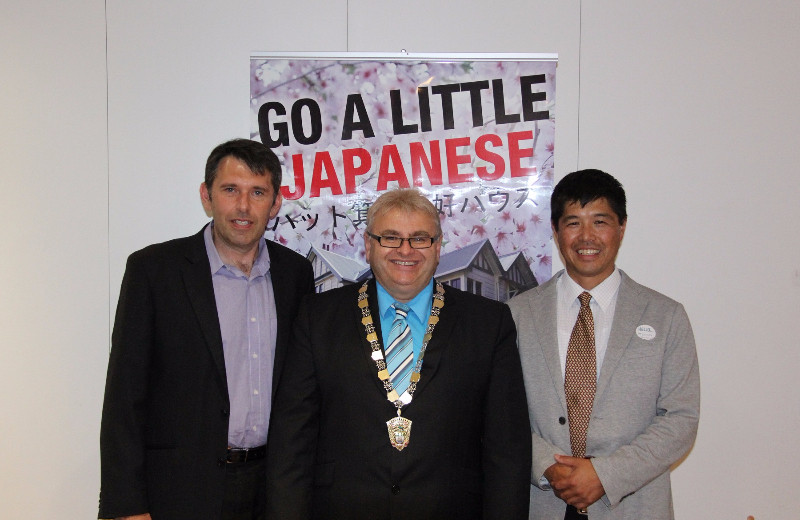 Active Wellington's Daisuke Hayashi with Lower Hutt's Mayor Ray Wallace and Councillor Michael Lulich