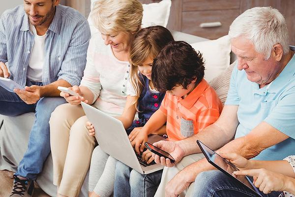 Family Online 16644.jpg