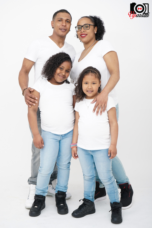 viparazzi -gezin in white