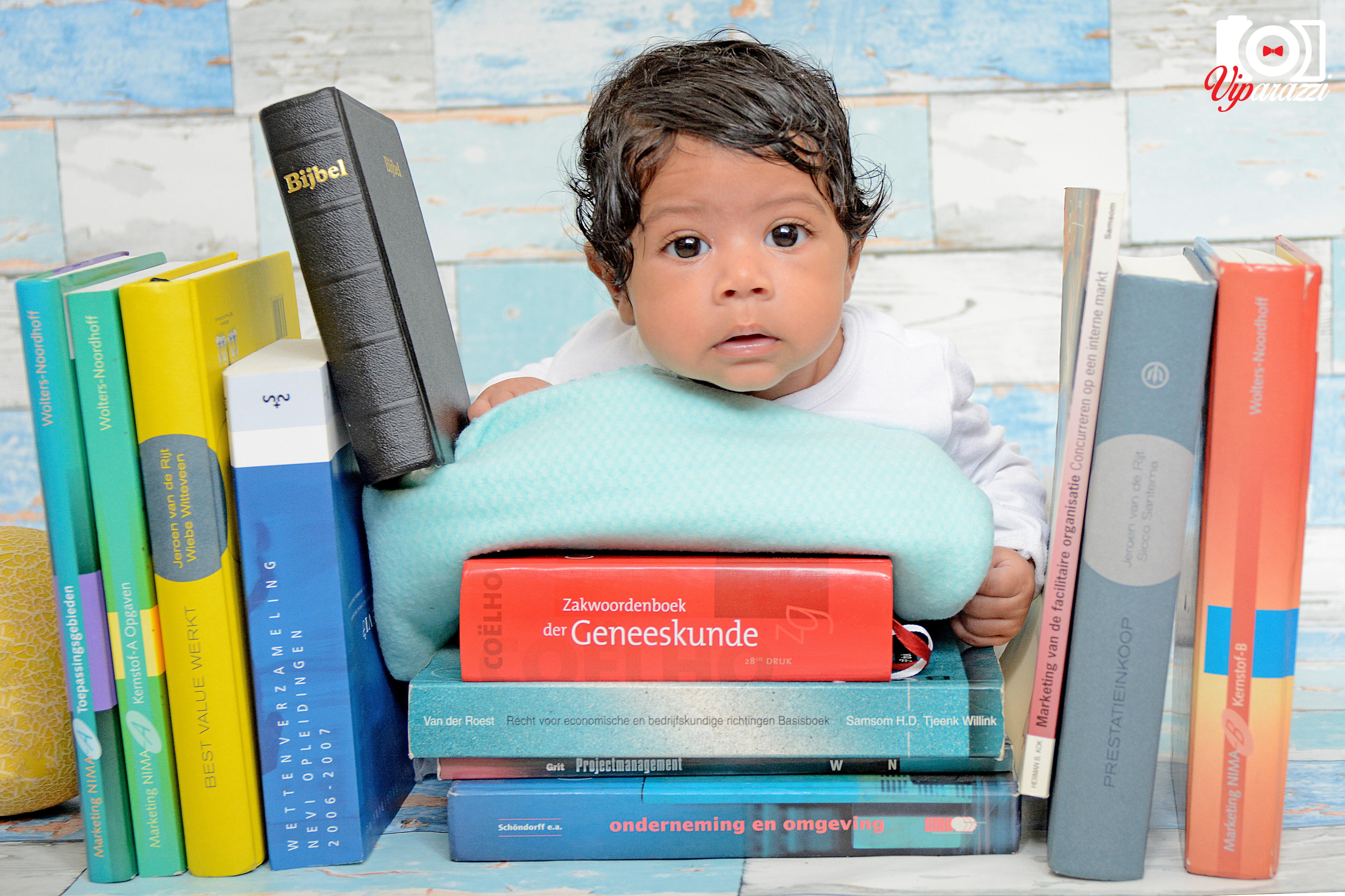 viparazzi babyfotografie met boeken