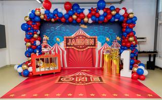 MAAT XL met persoonlijke vloerbanner- decoratie door PAMM EVENTS