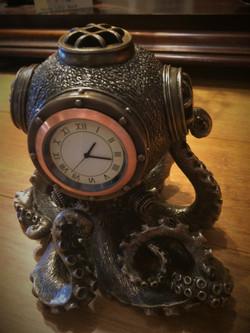 Octopus Dive Helmet Clock