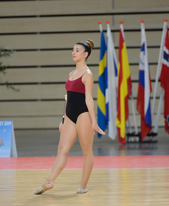 www.larasolazzo.ch, twirling