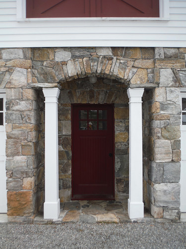 Garage veneered with CT field stone