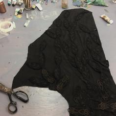 Assemblage de la végétation brodée sur tissu noir