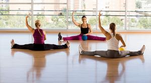Kobiety ćwiczące na sali