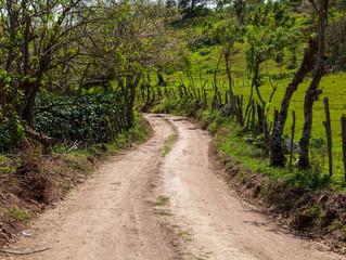 El Fondo Cafetero Nacional realiza obras de tarracería en Sensenti, Ocotepeque