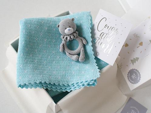 Подарочный набор новорожденному: плед+погремушка