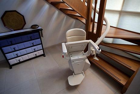 Handicare_Freecurve_Elegance_seat_folded_lr_edited.jpg