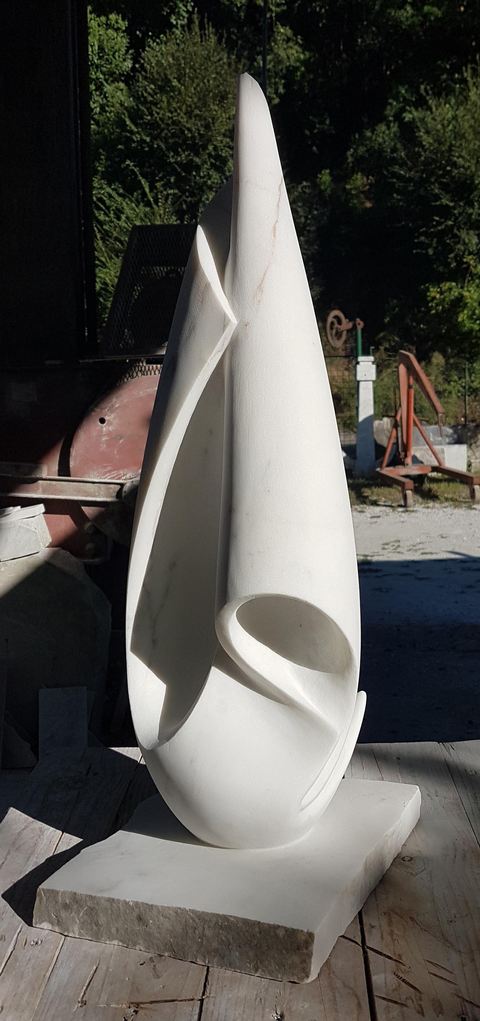 drop uphill - h 72 cm statuario marble 2018