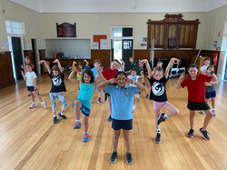 primary school dance class 5 year old dance elsternwick dance bayside dancing studio momentum arts a