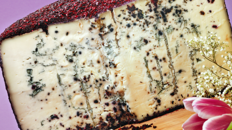 Blue goat cheese with cherries and port crust